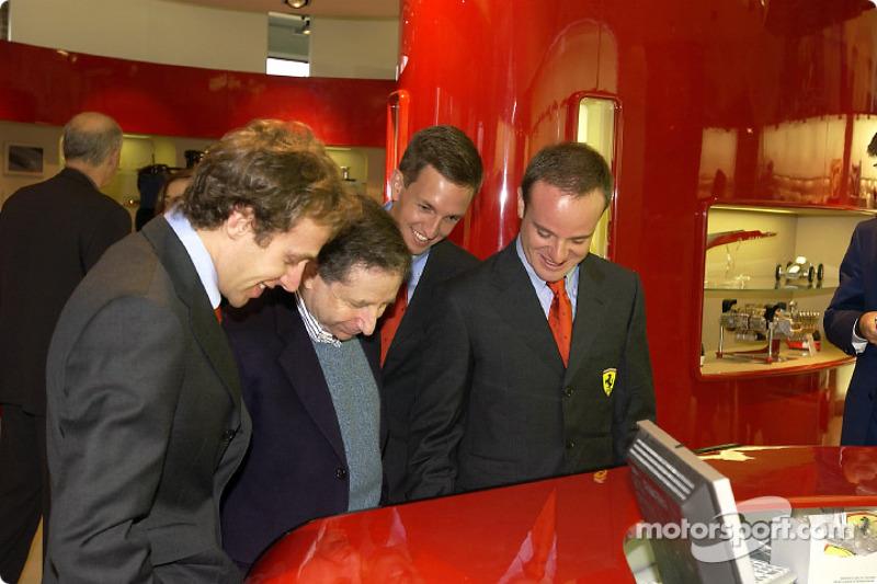 Apertura oficial de la Ferrari Store, Maranello: Luca Badoer, Jean Todt, Luciano Burti y Rubens Barr