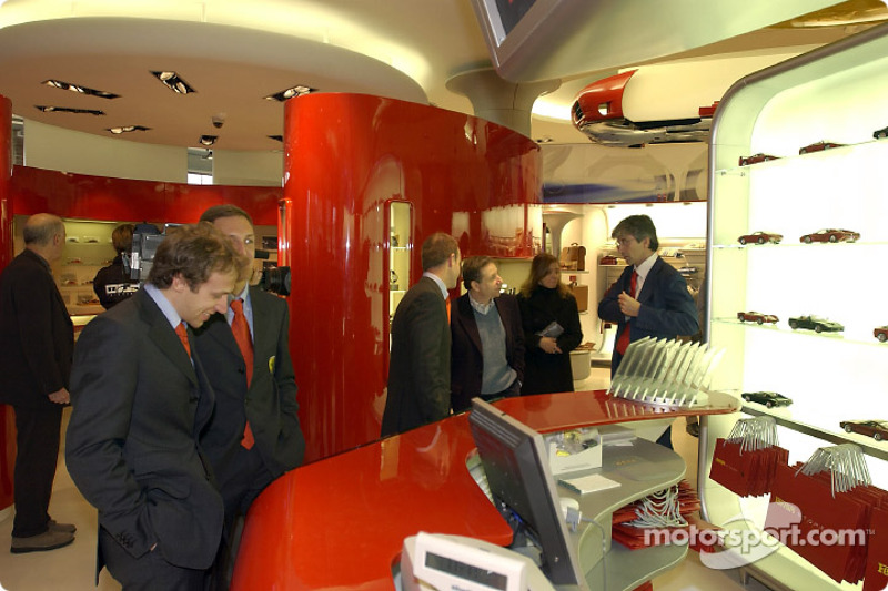 Inauguration d'un Ferrari Store à Maranello : Luca Badoer et Luciano Burti