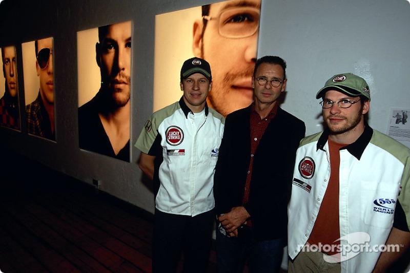 El artista británico Julian Opie junta el arte con las carreras de Fórmula 1: Olivier Panis, Julian Opie y Jacques Villeneuve