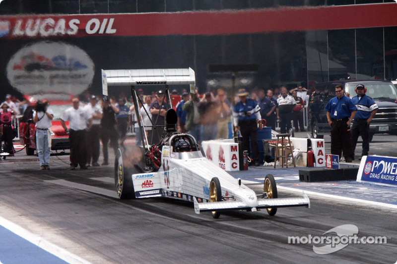 Yankee dragster takes off in qualifying