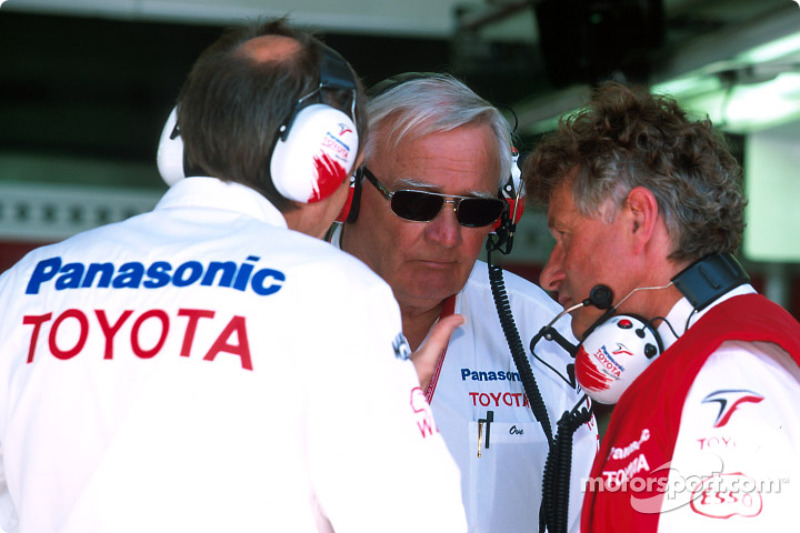 Ove Andersson and Dago Röhrer listen to another team member