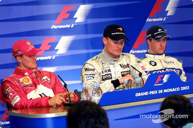 Conferencia de prensa de los ganadores: el ganador de la carrera, David Coulthard con Michael Schumacher y Ralf Schumacher