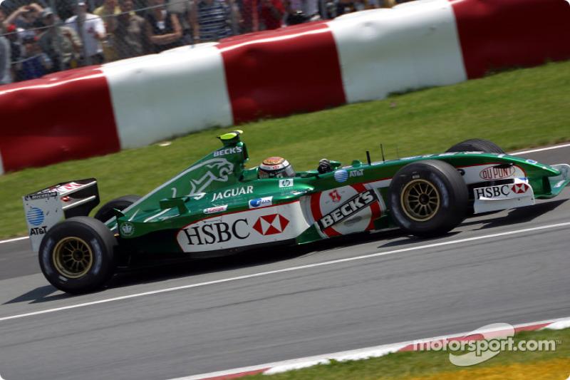 Eddie Irvine going to the pre-grid