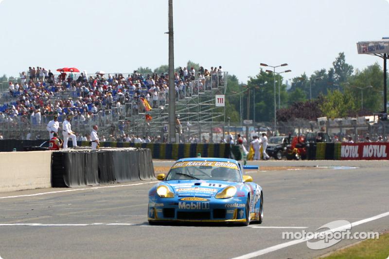 Última vuelta para el Porsche 911 GT3-RS de The Racer's Group
