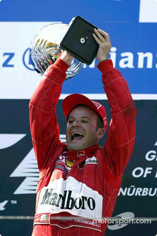 El podio: ganador de la carrera Rubens Barrichello