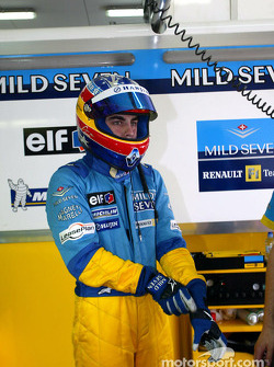 Fernando Alonso announced as the Renault F1 Team race driver for 2003