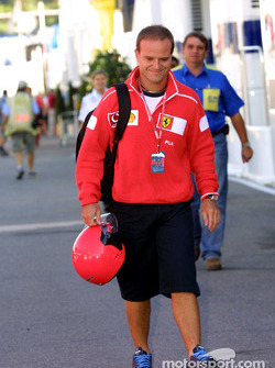 Rubens Barrichello arriving at the track