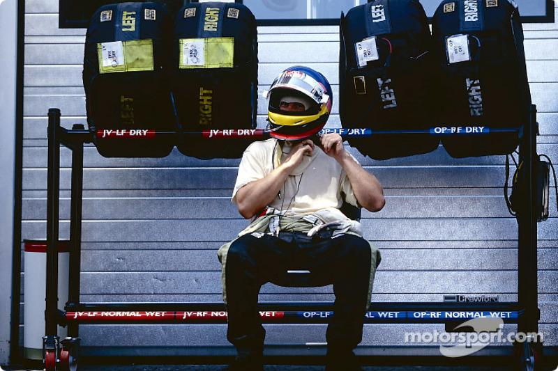Jacques Villeneuve preparándose para la carrera