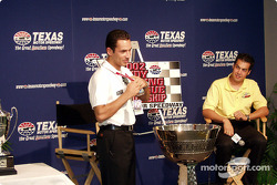 Helio and Sam start talking about the championship
