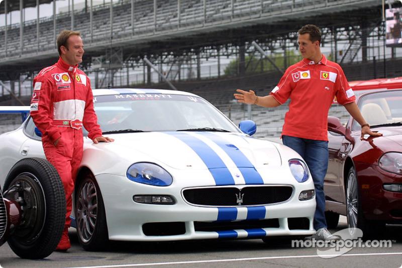 Rubens Barrichello y Michael Schumacher con el Maserati Trofeo