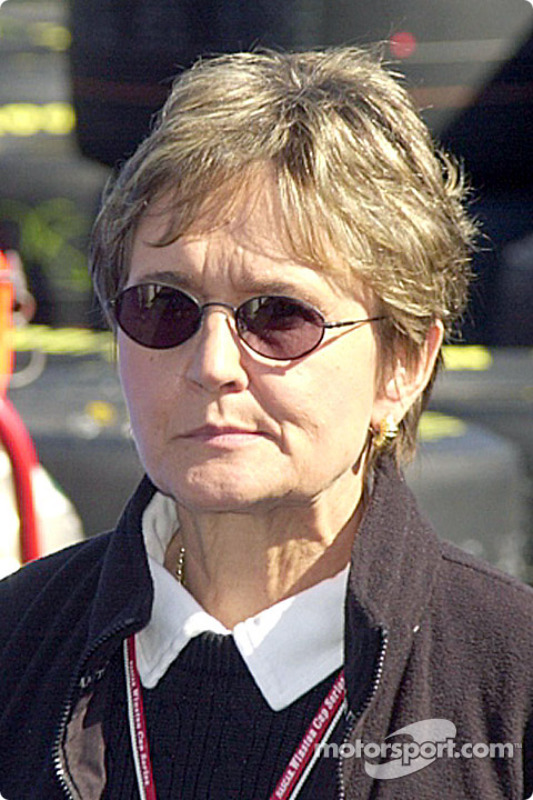 Corresponsal de Chevy, Judy Stropus, solía también cubrir la NHRA
