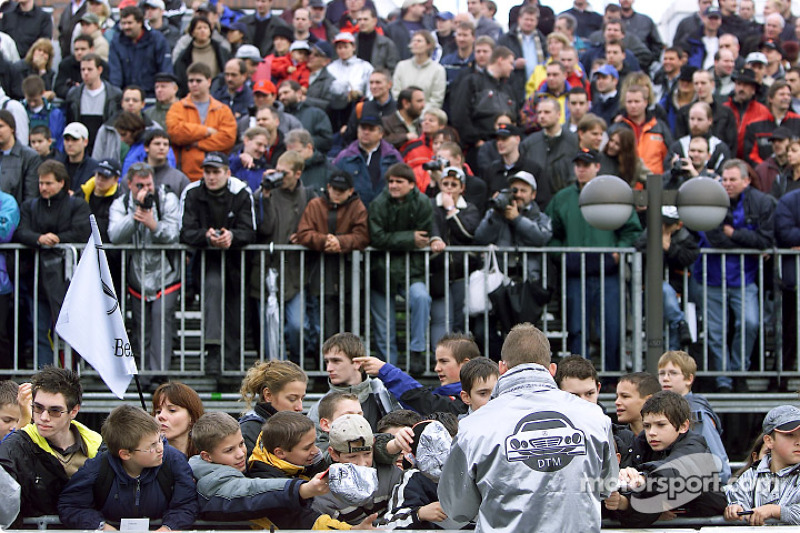 DaimlerChrysler employees and Mercedes-Benz Motorsport fans