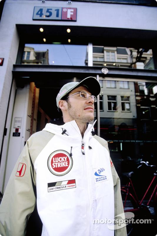 Jacques Villeneuve visits 451F store