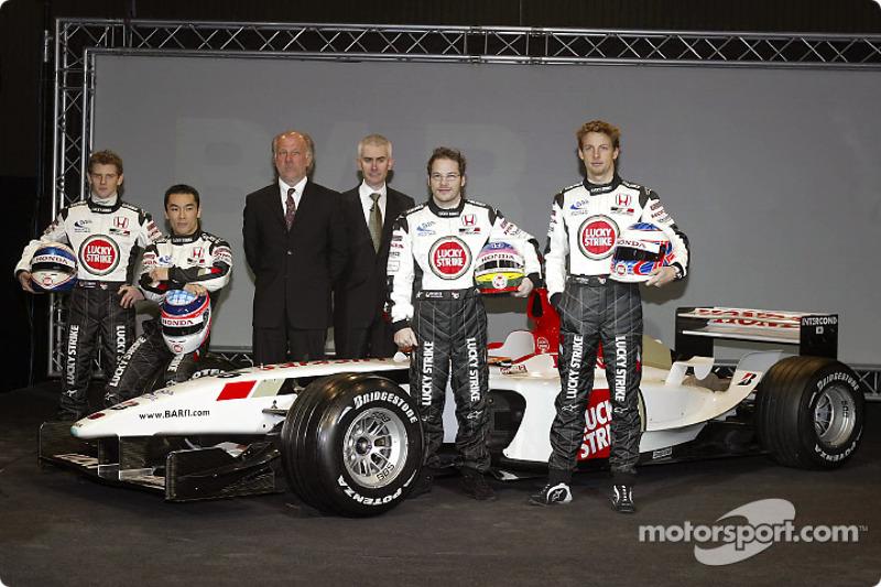 Anthony Davidson, Takuma Sato, David Richards, Geoffrey Willis, Jenson Button ve Jacques Villeneuve