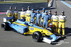 Jarno Trulli, Fernando Alonso, Allan McNish, Franck Montagny and the young Renault drivers with the new Renault F1 R23