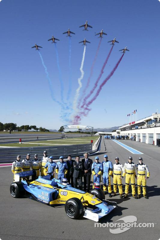 Jarno Trulli, Fernando Alonso, Allan McNish, Franck Montagny, Flavio Briatore, Patrick Faure and a F