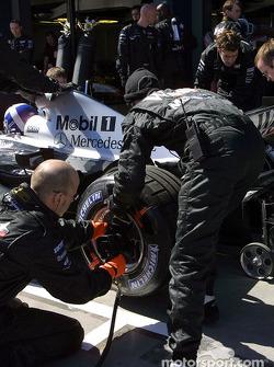 Team McLaren pitstop practice