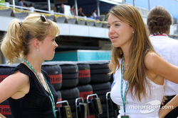 Jacques Villeneuve's fiancée Elly discusses with David Coulthard's fiancée Simone