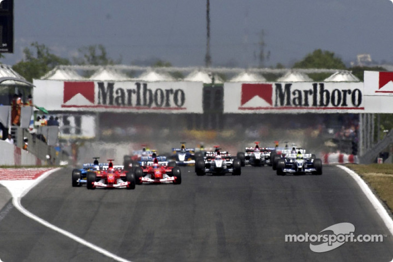 start: Michael Schumacher takes lead ve Fernando Alonso ve Rubens Barrichello