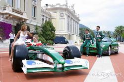 Sesión de fotos Jaguar: Mark Webber y Antonio Pizzonia con Meredith Ostrum y Julienne Davis