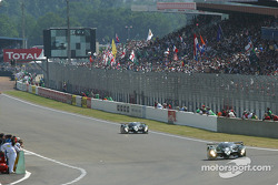 #7 Team Bentley Bentley Speed 8: Tom Kristensen, Rinaldo Capello, Guy Smith, und #8 Team Bentley Ben