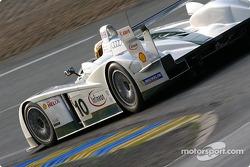#10 Audi Sport UK Audi R8: Perry McCarthy, Mika Salo et Frank Biela