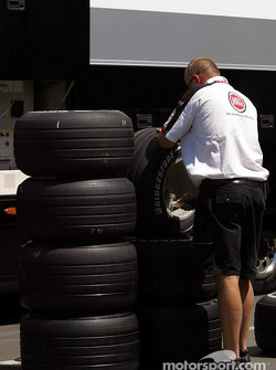BAR team member prepares the tires
