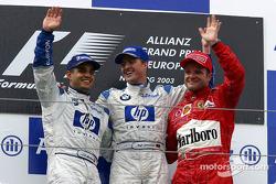 Podio: ganador de la carrera Ralf Schumacher, segundo lugar Juan Pablo Montoya y el tercer lugar Rubens Barrichello