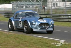 l'AC Cobra n°19 pilotée par James Shead, John Bendall