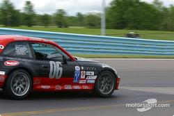 la Corvette n°06 de l'équipe ICY / SL Motorsports pilotée par Steve Lisa, Tony Lisa