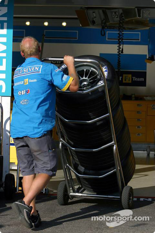 Hombre de neumáticos de Renault F1