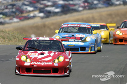 #89 Inline Cunningham Racing Porsche 911 GT3RS: Scott Bader, Oswaldo Negri leads a gaggle of cars through T6
