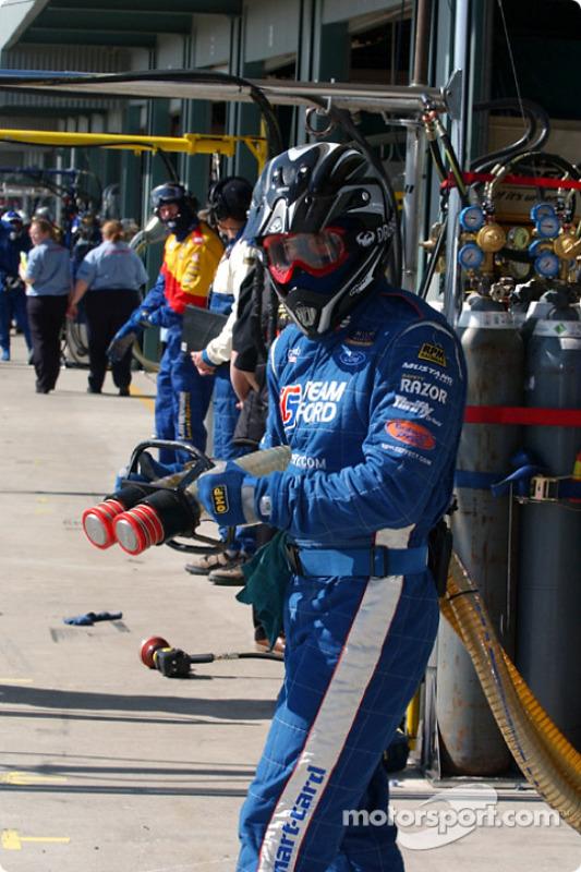 L'homme chargé d'effectuer les ravitaillements en essence chez Ford