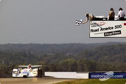 #38 Champion Racing Audi R8: J.J. Lehto, Johnny Herbert takes the checkered flag