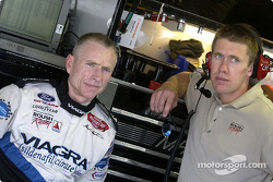 Mark Martin chats with Carl Edwards