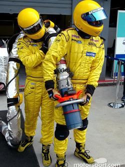 Jordan team members ready for pitstop practice
