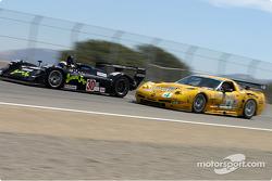 #30 Intersport Racing Riley & Scott MK III C: Clint Field, Rick Sutherland and #4 Corvette Racing Chevrolet Corvette C5-R: Oliver Gavin, Kelly Collins