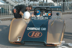 McLaren M12
