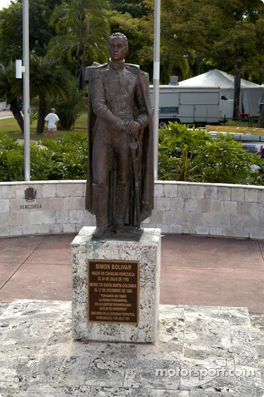 Un monument Simon Bolivar