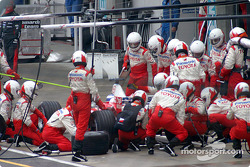 Pitstop for Olivier Panis