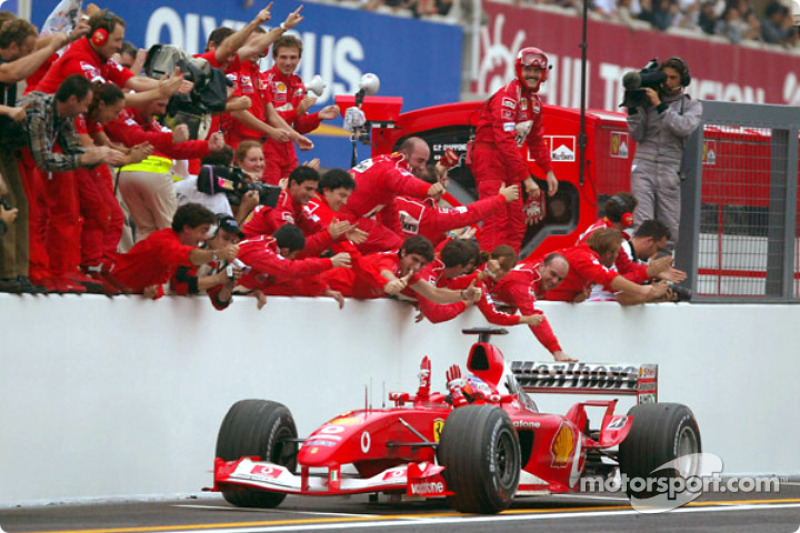 Rubens Barrichello: Anos na Ferrari: 2000-2005 / GPs: 104 / Vitórias: 9 / Títulos: 0