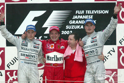 Podio: ganador de la carrera Rubens Barrichello con Kimi Raikkonen y David Coulthard, Jean Todt