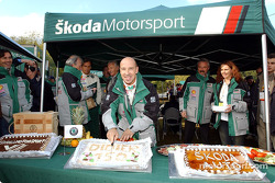 Didier Auriol cuts a cake celebrating his 150th WRC rally