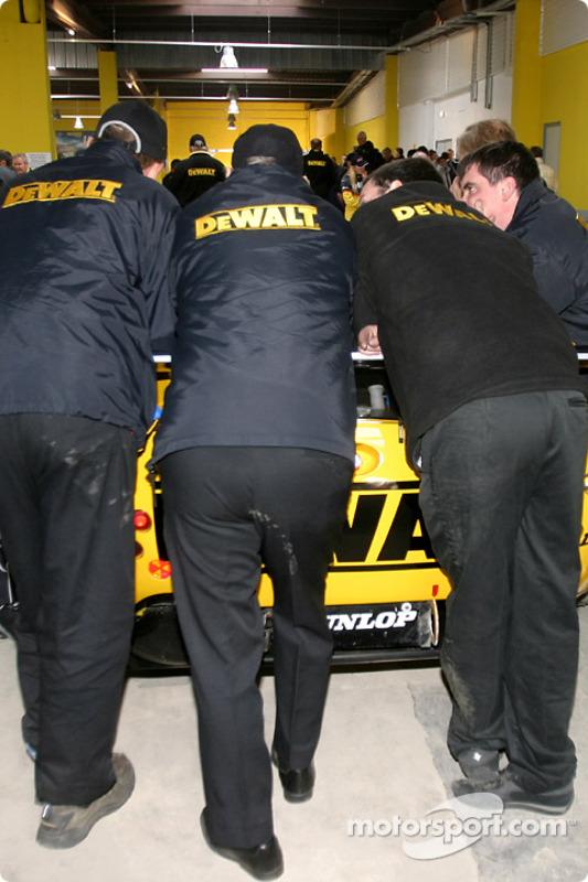 Mécaniciens DeWalt-Racesports Salisbury