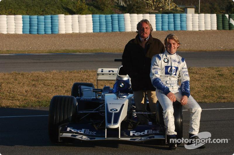 Rosberg y su padre con el Williams FW25 con el que debutó en un test en 2003
