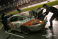 Arrêt aux stands pour la Porsche GT3 Cup n°72 du Jack Lewis Enterprises (Jack Lewis, Edison Lluch, Tom McGlynn, Manuel Matos)