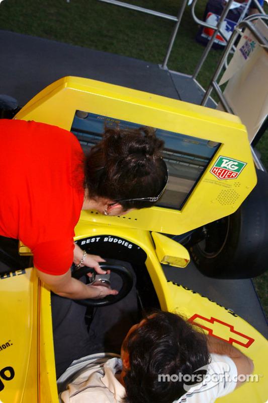 Un simulateur Indy Racing League