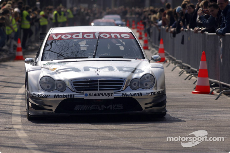The 2004 DTM cars parade in Hamburg