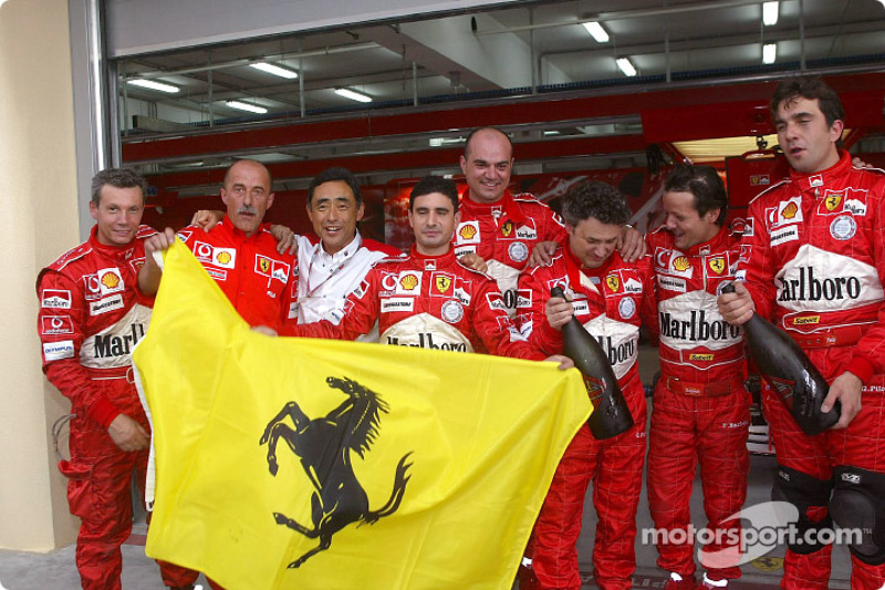 Команда Ferrari святкує перемогу