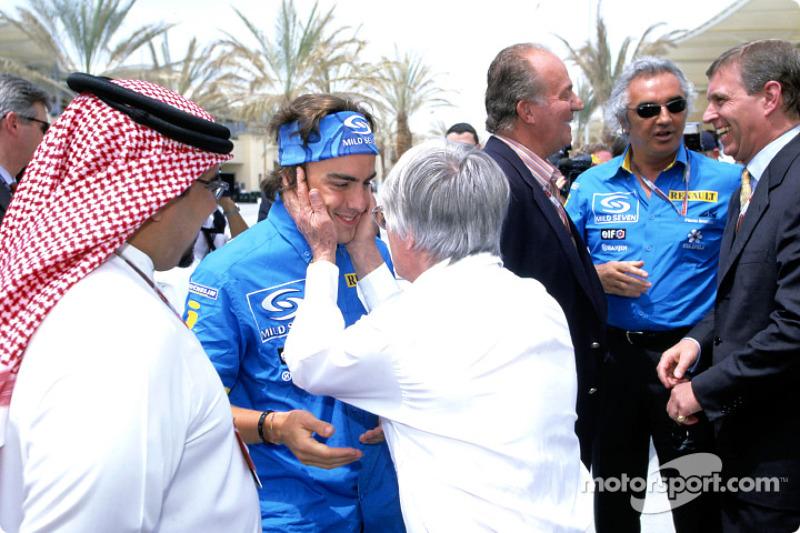 Fernando Alonso, Renault, mit Bernie Ecclestone